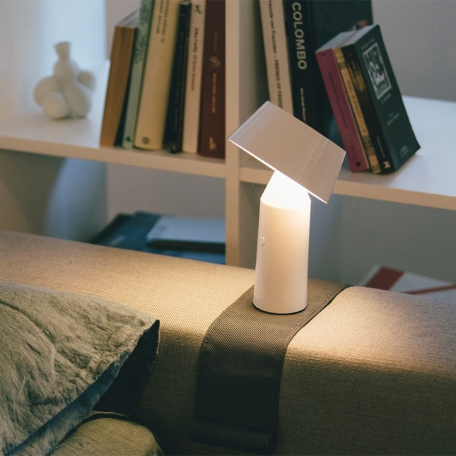 bicoca-portatil-lampara-mesa-bateria-marset-ambiente